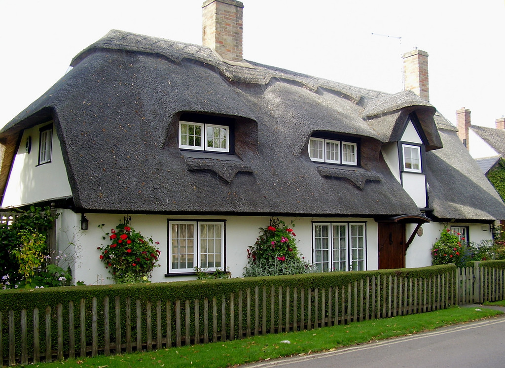 Thatched roofs in England date back to the 1300s. Credit: Flickr
