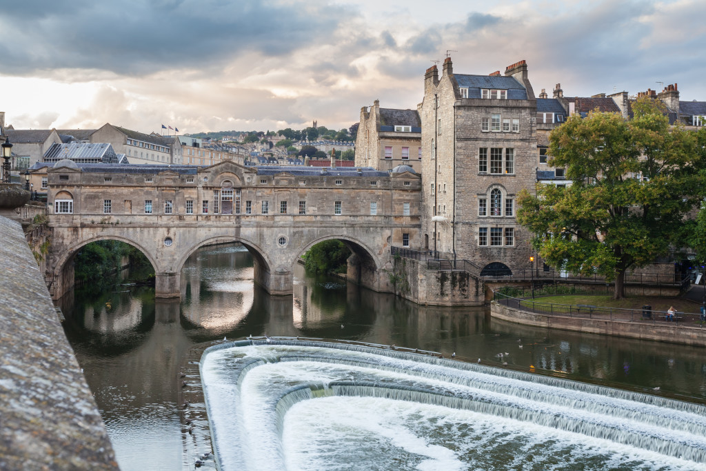 The Pulteney Bridge hosts several unique shops, including one with handmade mosaics. Credit: Diego Delso - Wikipedia Commons
